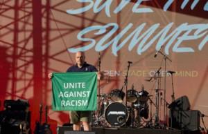 Megaforce baut Nachbau der Woodstock Bühne für Non-Profit-Projekt auf